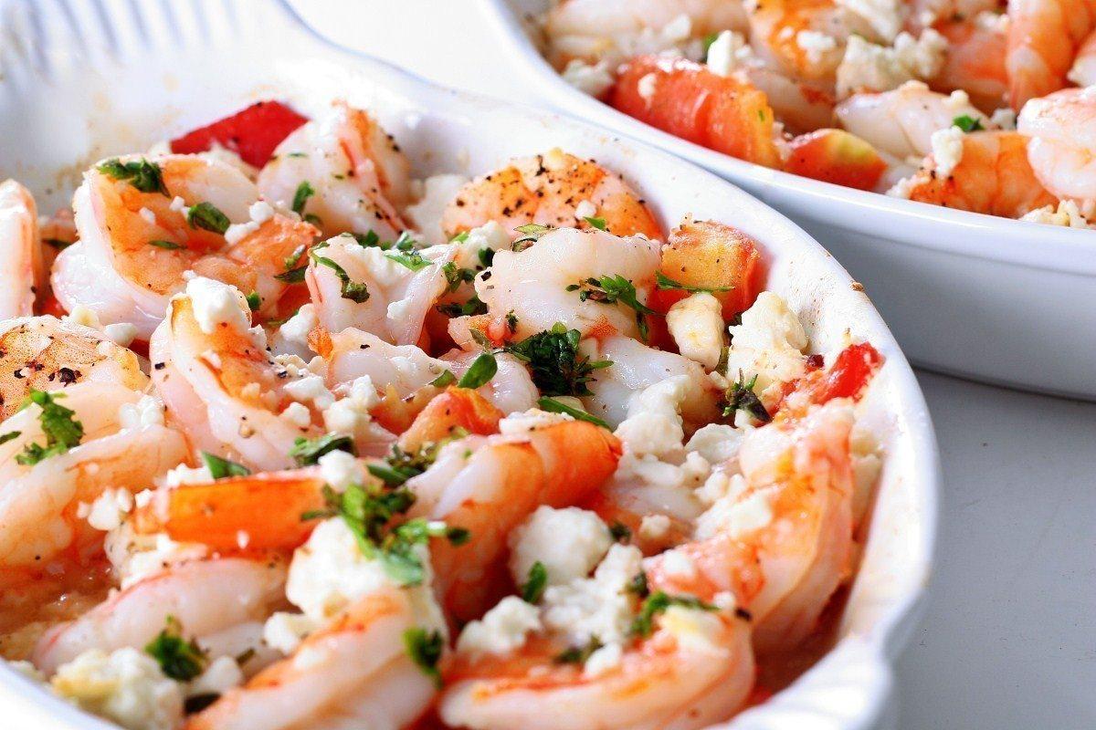 Салат с креветками и творожным сыром