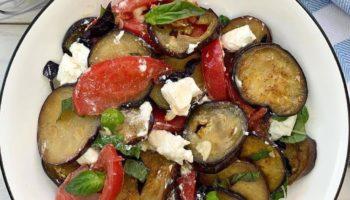 Очень вкусный, пикантный салат с ярким вкусом