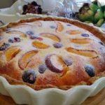 Простой, легкий и вкусный пирог для вечернего чаепития. С любыми ягодами и фруктами