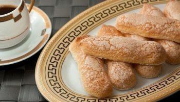 Бисквитное печенье Савоярди, или «дамские пальчики» — обязательный компонент Тирамису