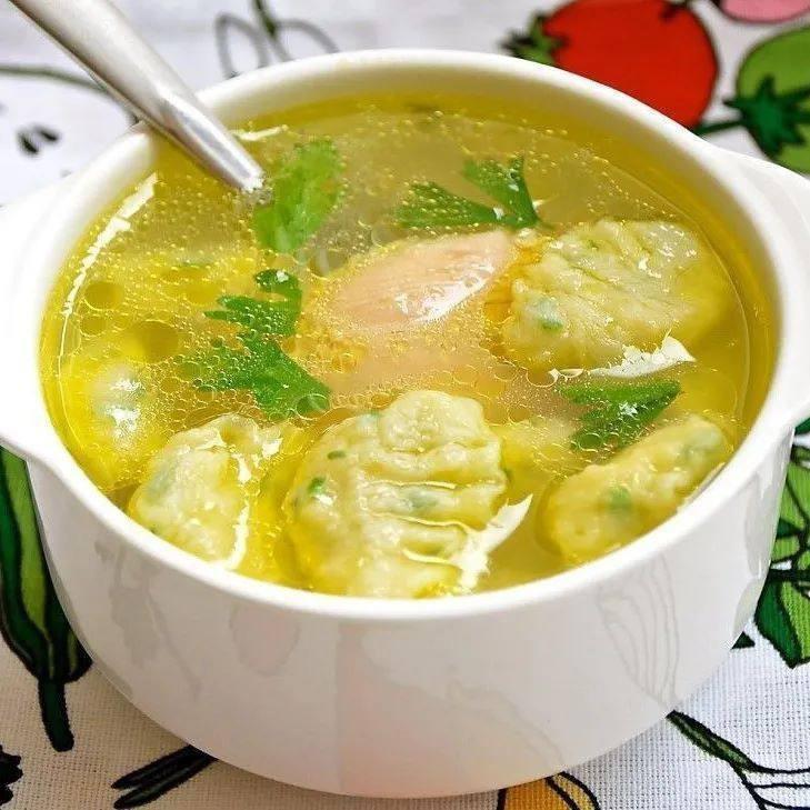 «Суп из курицы с клецками»