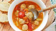 Суп-рагу с фрикадельками, риcoм и овощами