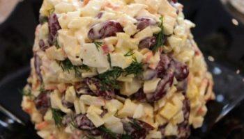 Быстрый салат с фасолью и крабовыми палочками
