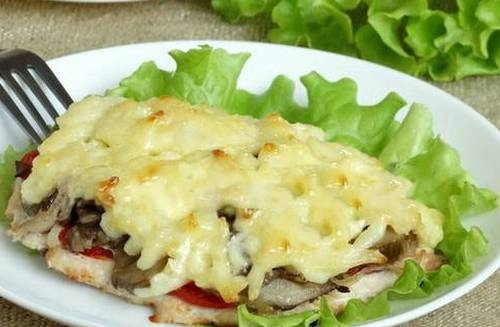 Запеченное куриное филе по-французски с грибами